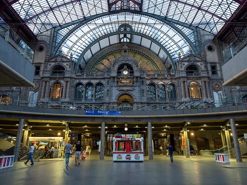 ベルギー・12 夜のアントウェルペン中央駅_a0003650_23091523.jpg