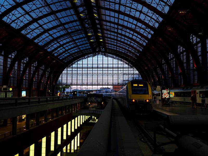 ベルギー・12 夜のアントウェルペン中央駅_a0003650_23104983.jpg