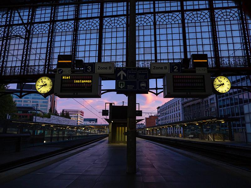 ベルギー・12 夜のアントウェルペン中央駅_a0003650_23115342.jpg