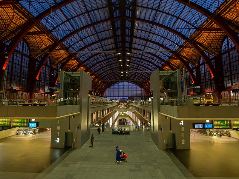 ベルギー・12 夜のアントウェルペン中央駅_a0003650_23121098.jpg