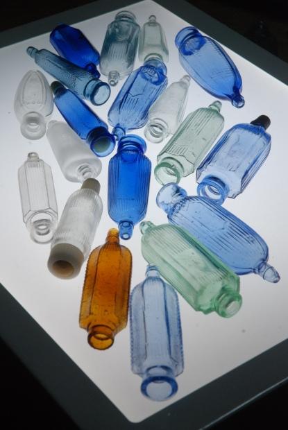 両口式目薬瓶 1_d0359503_16424084.jpg