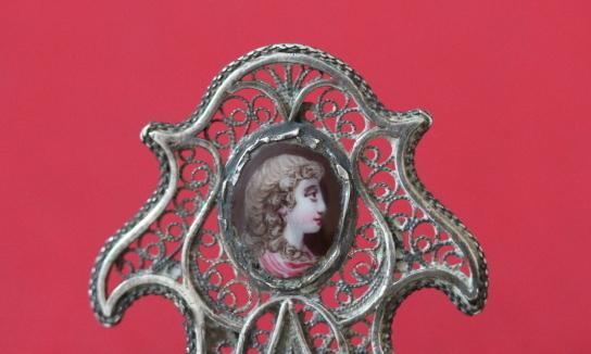 エナメル女性画の入ったフリグリー(銀線細工)キャディースプーン(アンティーク)_a0389018_14320119.jpg
