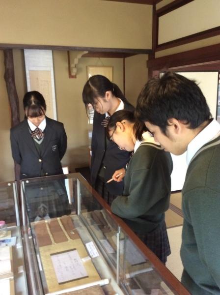 大聖寺高校(1年生)4人組が「芭蕉の館」を訪れました。_f0289632_14121862.jpg