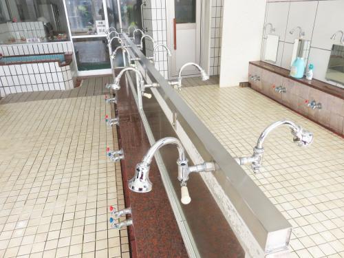 開発鉱泉さま 島シャワー取付工事_f0228240_14120578.jpg
