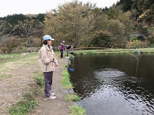みんなで釣り堀_d0261148_17382535.jpg