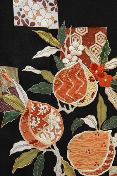 芸術的なアンティーク黒留袖は大羊居製でした_b0098077_13154382.jpg