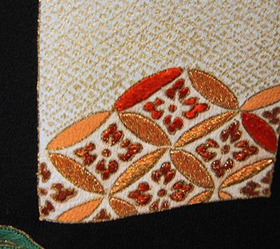 芸術的なアンティーク黒留袖は大羊居製でした_b0098077_13155826.jpg