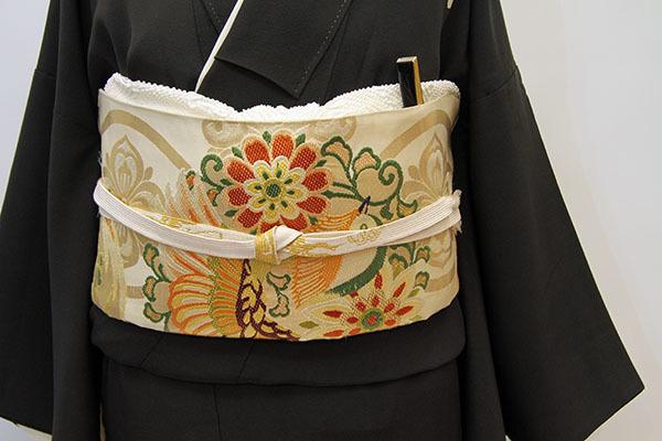 芸術的なアンティーク黒留袖は大羊居製でした_b0098077_13160196.jpg