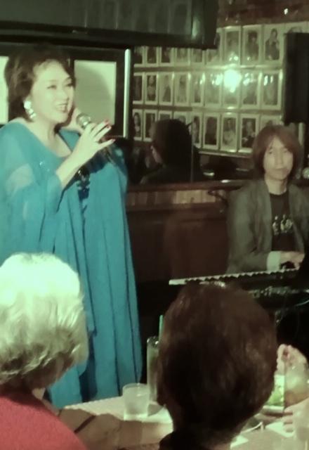 10月30日JHカフェで歌いました~_d0103296_19544891.jpg