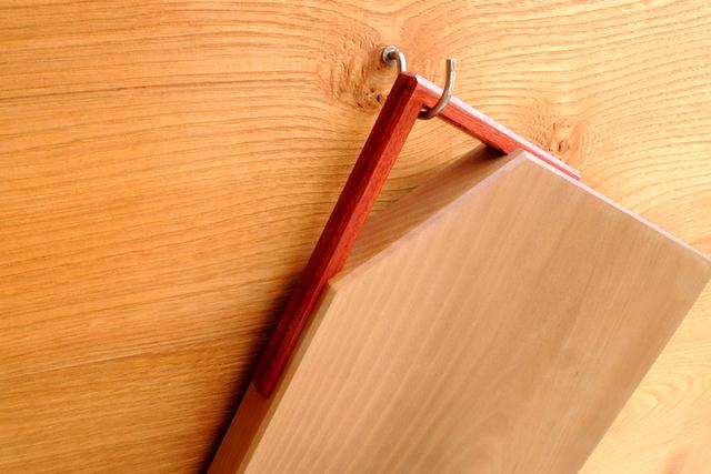 「取っ手付きカッティングボード」ヒノキ、朴木、ブラックウォルナット_e0248405_21211967.jpg