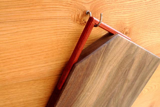 「取っ手付きカッティングボード」ヒノキ、朴木、ブラックウォルナット_e0248405_21214453.jpg