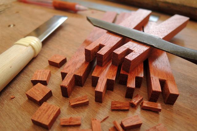 「取っ手付きカッティングボード」ヒノキ、朴木、ブラックウォルナット_e0248405_21302825.jpg