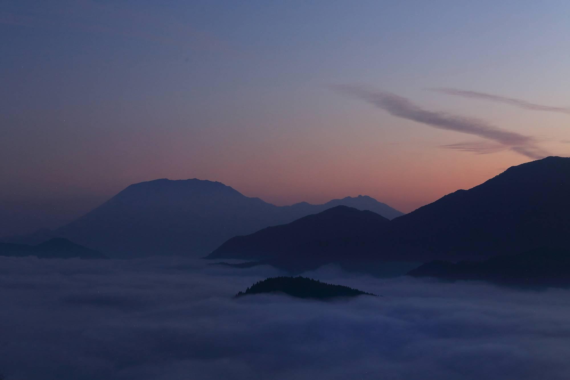 """ー山陰の絶景を求めて """"雲海に浮かぶ大山"""" ー そのⅠ_a0140608_22004826.jpg"""