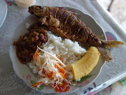 レティシアのメルカド2階でペスカド(魚)のランチ+ヤバかった話_c0030645_07385286.jpg