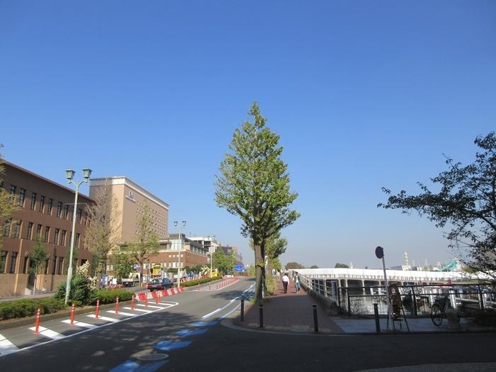 【桜木町駅前から新港埠頭の横浜ハンマーヘッドへの道のり】_b0009849_17501276.jpg