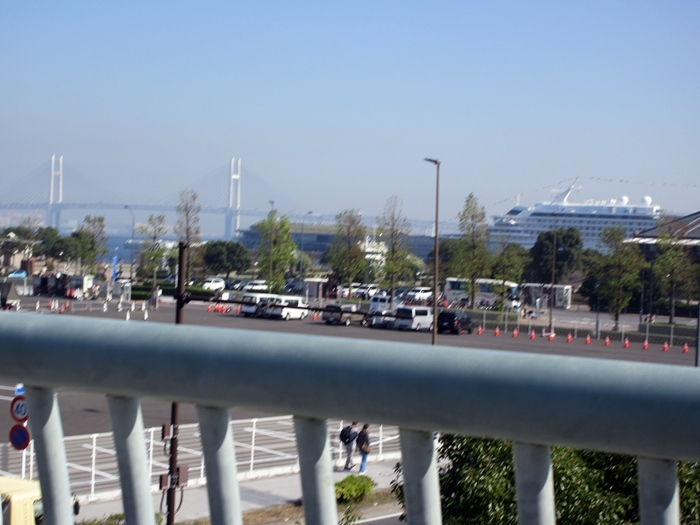 【桜木町駅前から新港埠頭の横浜ハンマーヘッドへの道のり】_b0009849_18080365.jpg