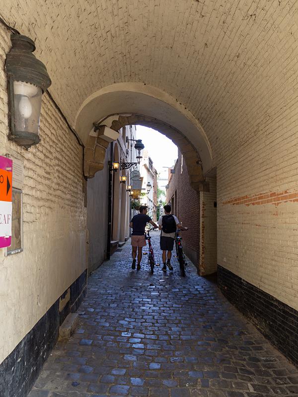 ベルギー・13マグリットの町_a0003650_22112197.jpg