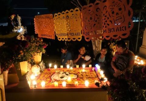 ヤフーニュース記事「愛する故人に思いをはせる。メキシコ「死者の日」はカラフルで少しせつない」_b0053082_21264408.jpg