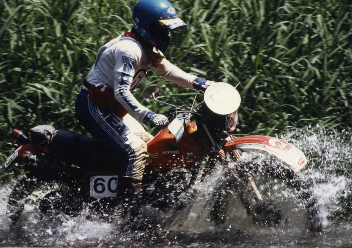 Hino Dakar 仕様_f0050534_19260636.jpg