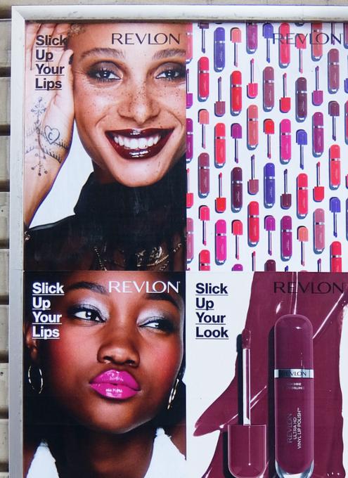 ニューヨークの多様性を感じる口紅の広告ポスター_b0007805_09593564.jpg