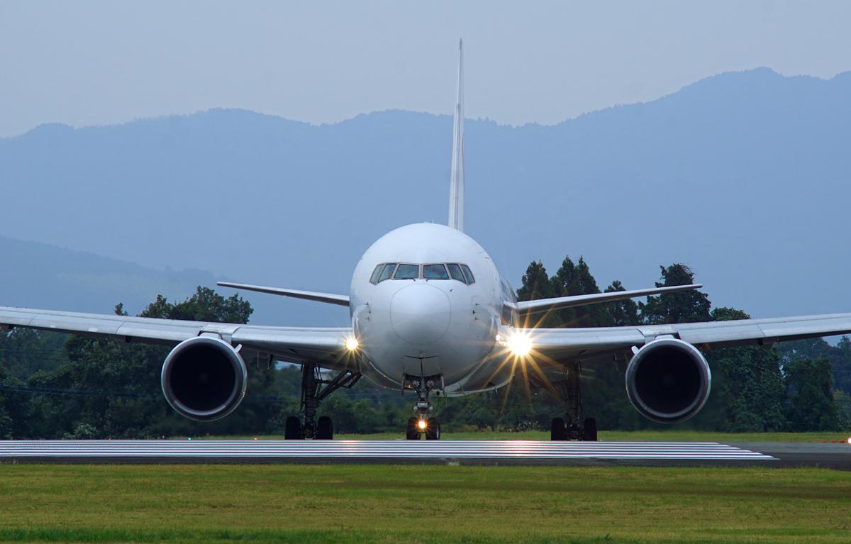 昨日の阿蘇熊本飛行場。_b0044115_08021940.jpg