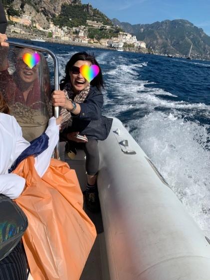南イタリアユキキーナツアー4日目② アマルフィの海をゴムボートで駆ける。_d0041729_00492953.jpg