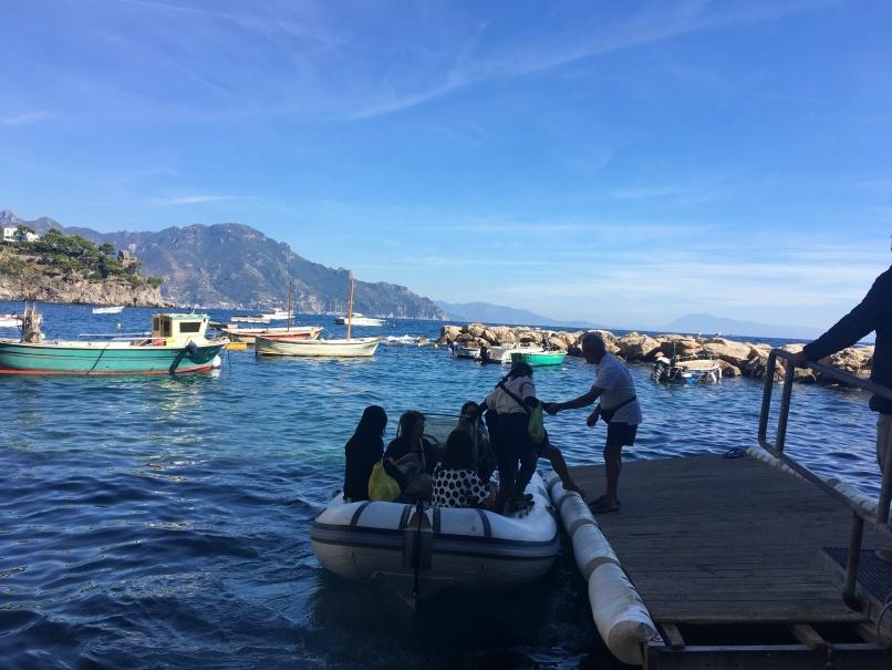 南イタリアユキキーナツアー4日目② アマルフィの海をゴムボートで駆ける。_d0041729_00510963.jpg