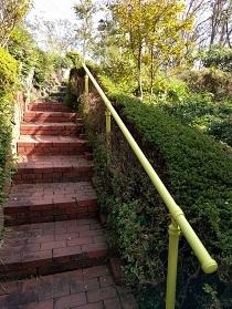 【レンガの階段に手すり完成!】_e0093046_15150777.jpg