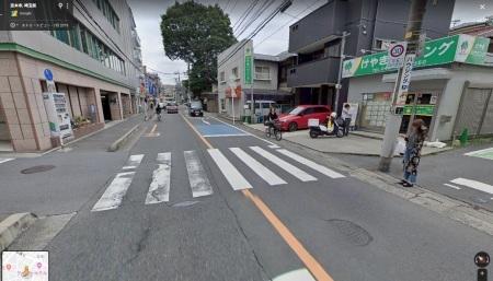信号機のない横断歩道で一時停止しない車がほとんど_d0061678_17145386.jpg