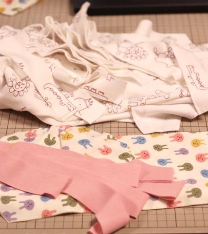 ワッペンの刺繍と赤ちゃん服の準備_a0370893_20460828.jpeg