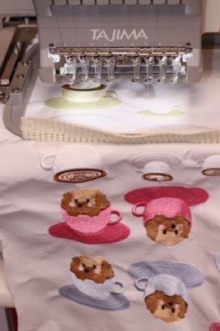 ワッペンの刺繍と赤ちゃん服の準備_a0370893_20462408.jpeg