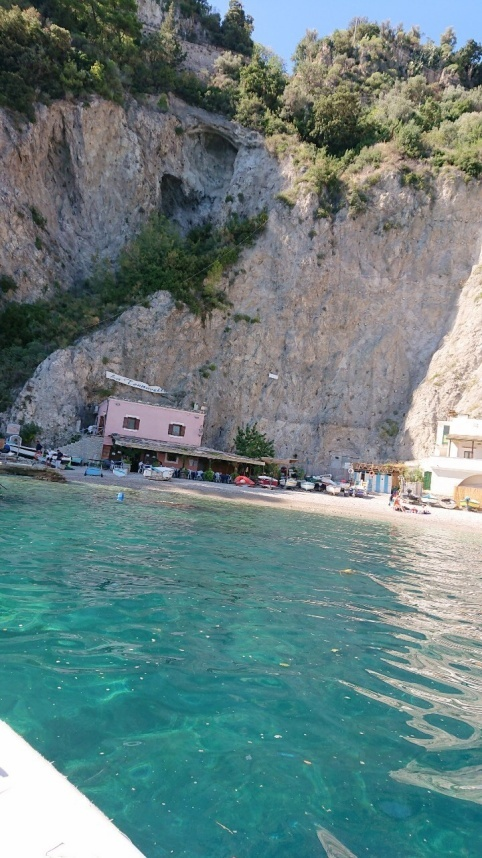 南イタリアユキキーナツアー4日目② アマルフィの海をゴムボートで駆ける。_d0041729_12313464.jpg