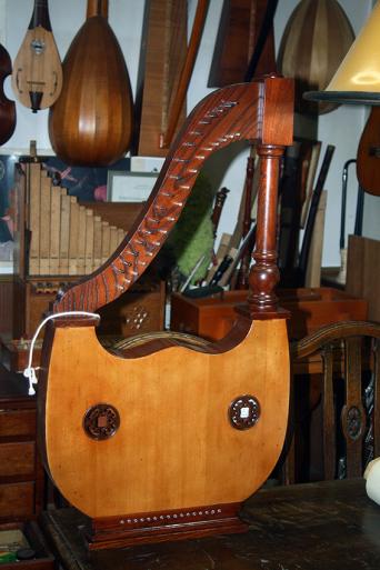 3台の古代楽器#6_e0064847_11562045.jpg