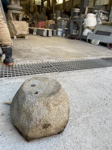 庵治石の加工 玄関柱石に使います_e0064493_18214879.jpg