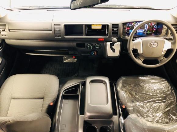 11月6日(水)新車☆レジアスエース DXワイドスパーロングボディ ハイルーフ 4WD ディーゼル入庫しました_b0127002_19122386.jpg