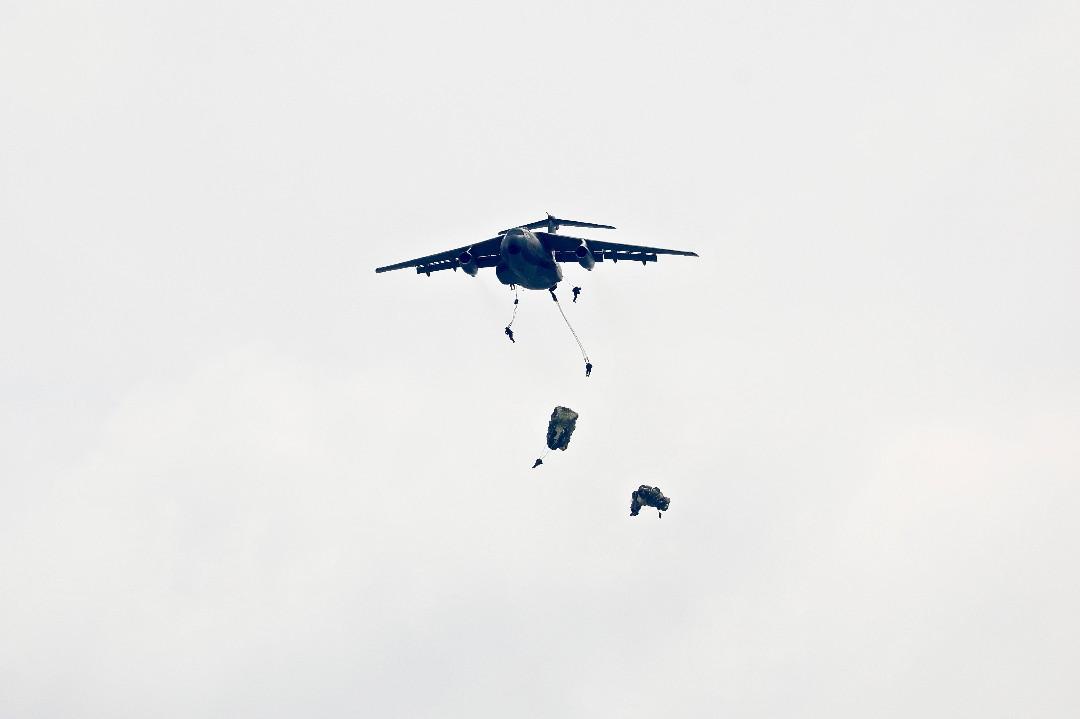 入間航空祭・・・その③ C1陸自空挺降下_e0071967_1732141.jpg