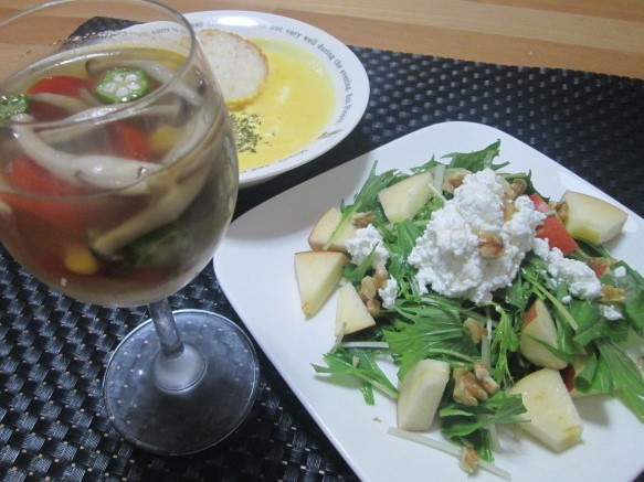 簡単でもオシャレに見える? 水菜と林檎のサラダ ~カッテージチーズ添え~_d0361028_22114510.jpg