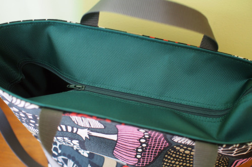 "「reversible bag ""light\""」にファスナートップ_e0243765_15282390.jpg"
