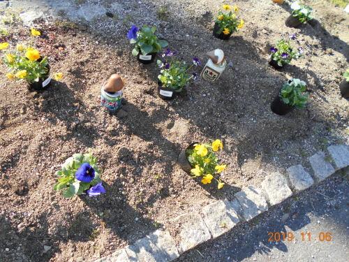 花壇の植え替え_a0318189_13203974.jpg