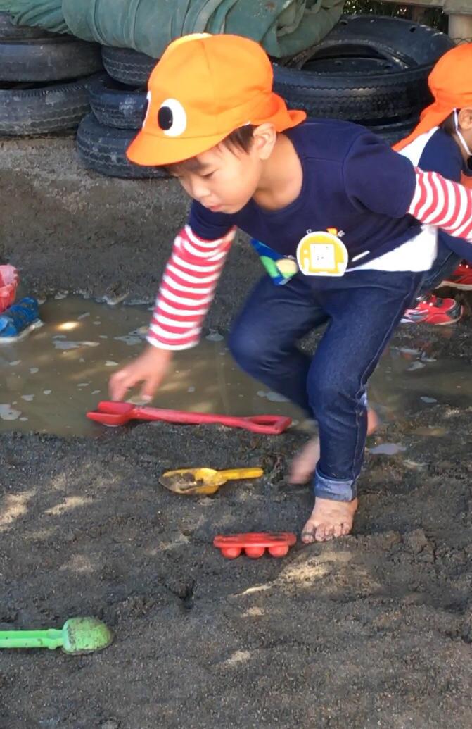 年少さんは  ( 水と砂場編 )_e0412431_00370219.jpg