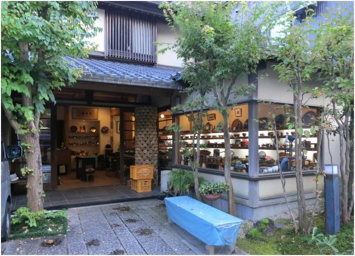 < 「ゆげ街道」沿いのお店を散策 >_c0036080_10383690.jpg