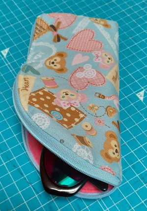 残り布でメガネケースを作ってみました。_c0036138_01121206.jpg