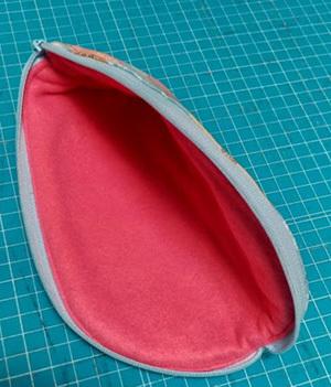 残り布でメガネケースを作ってみました。_c0036138_01363123.jpg