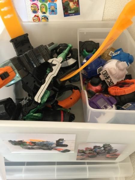 息子さん自身が おもちゃの戻す場所を決めると、サクッと戻してくれるように♪_a0239890_11030980.jpg