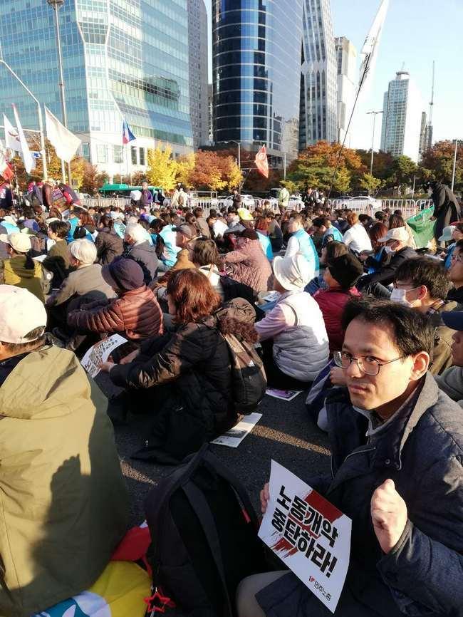 11月9日、ソウル市内でおこなわれた、韓国・民主労総全国労働者大会に参加しました_d0155415_11591210.jpg