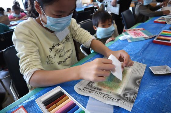 やと子ども美術教室 ~ 秋色で遊ぼう ~ _e0222340_14152218.jpg