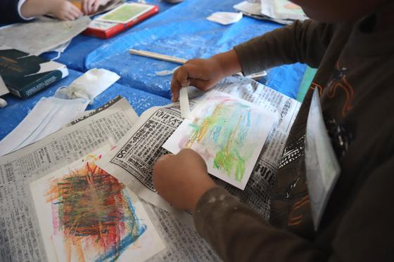 やと子ども美術教室 ~ 秋色で遊ぼう ~ _e0222340_15162110.jpg