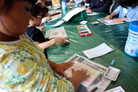 やと子ども美術教室 ~ 秋色で遊ぼう ~ _e0222340_1574822.jpg