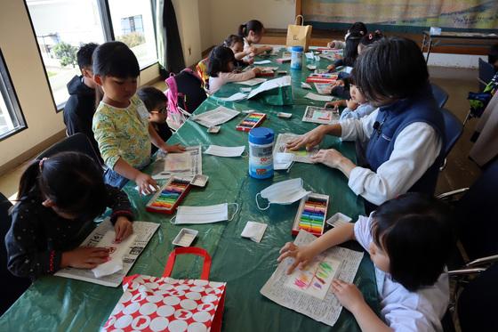 やと子ども美術教室 ~ 秋色で遊ぼう ~ _e0222340_158227.jpg