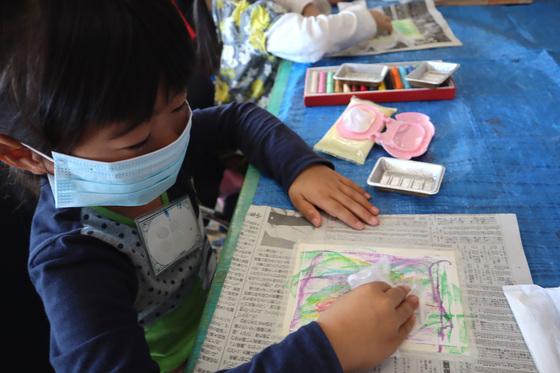 やと子ども美術教室 ~ 秋色で遊ぼう ~ _e0222340_1592950.jpg